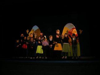 """Дитячі """"ЧАРІВНІ РУКАВИЧКИ"""" на сцені театру ляльок!"""